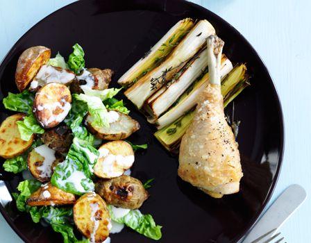 Billede af Kyllingelår med porrer og lun kartoffel-jordskoksalat med kærnemælksdressing