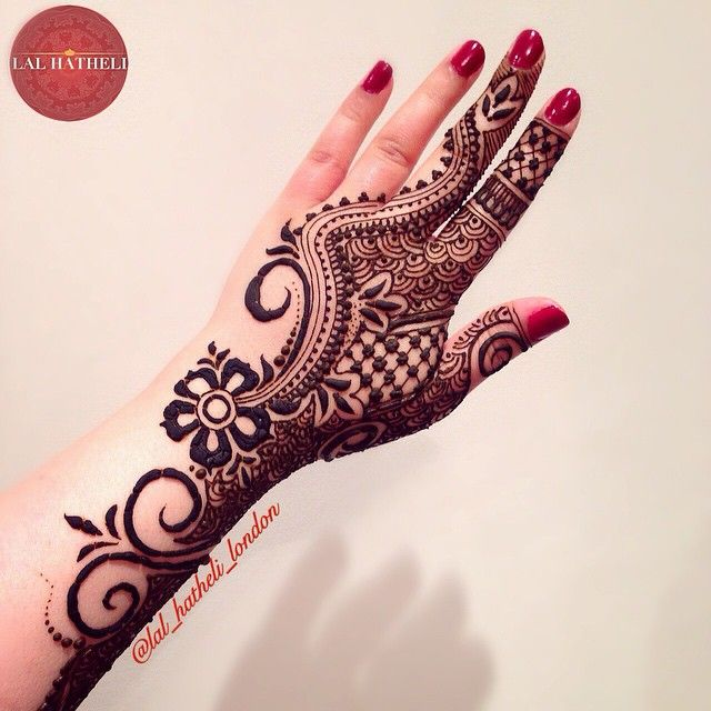 Bold or intricate? Arabic or Indian? Traditional or contemporary? Weird or wonderful? Who cares?! As long as it's you! ❤️ Not sure where I was going with this design but nonetheless I liked it  -------------------------------------------------- Artist: Mahwish K Ijaz Designer: Mahwish K Ijaz Love henna, love Lal Hatheli™® -------------------------------------------------- For bookings, consultations or to buy henna, contact via: