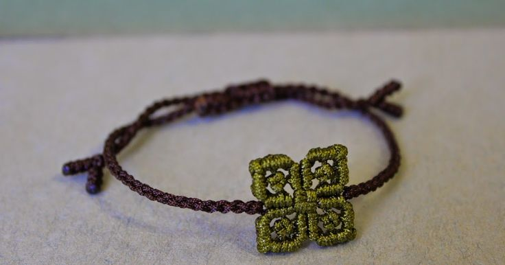As requested, here it is, a tutorial for the clover in the above bracelet . Although I'd liked to have taken pictures under natural li...