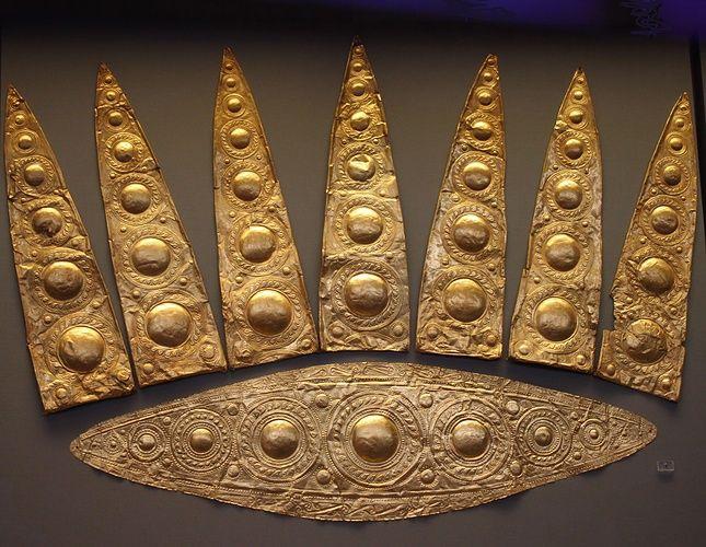 Corredo funebre di tomba femminile. Micene II secolo a.C.. Scoperto da Heinrich Schlimann