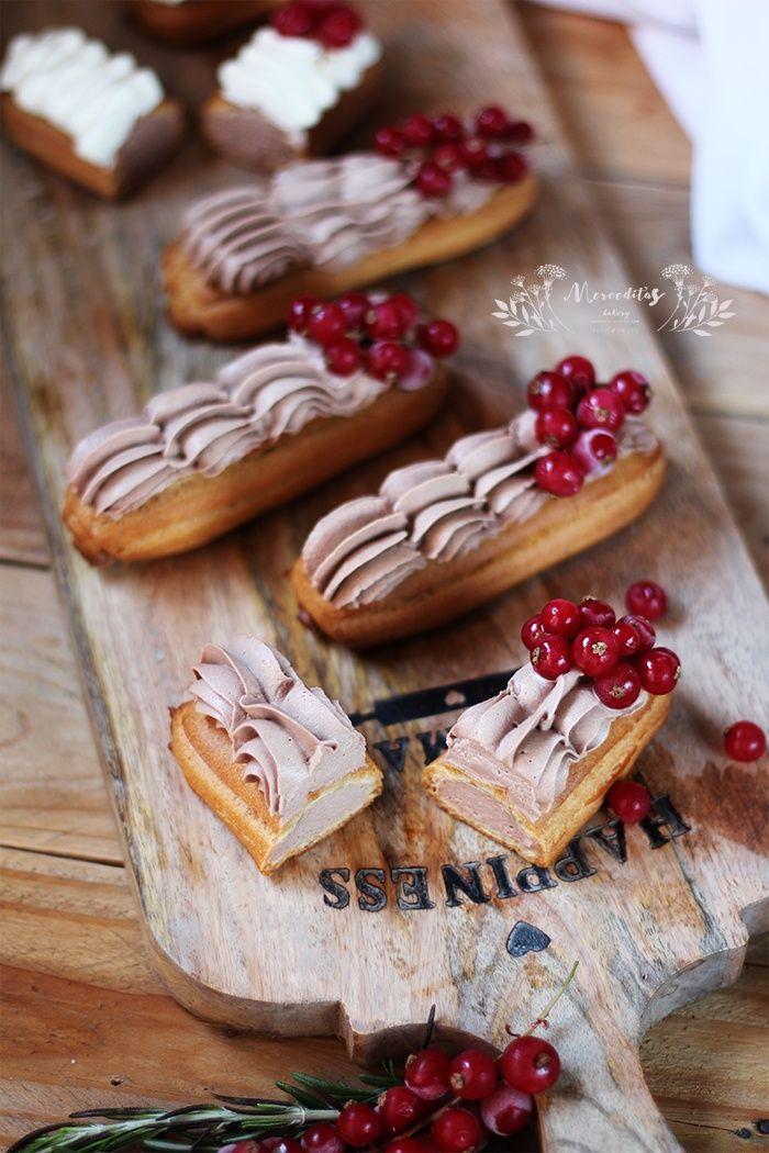 Eclairs de crema y chocolate. Un popular postre francés que gusta en todo el mundo.