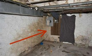 Amfipoli News: Ανακαίνιζαν το σπίτι τους όταν γκρέμισαν κατά λάθος αυτόν τον τοίχο. Μόλις είδαν τι υπήρχε από πίσω τους κόπηκαν τα γόνατα...