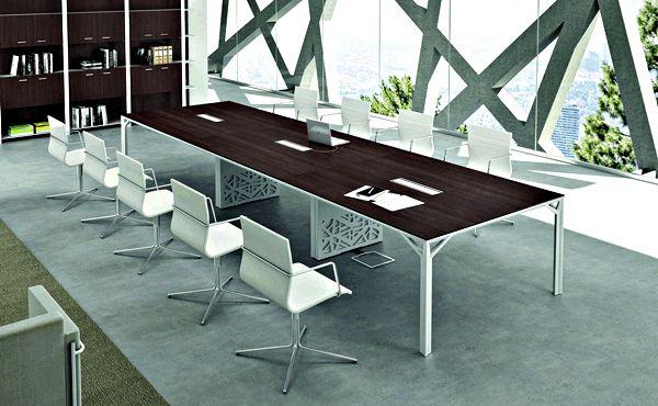 Mesa para sala de juntas de gran formato con sistema de electrificación.