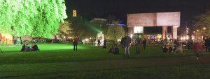 Nachtansichten: jaehrliche Nacht der offenen Museen und Galerien in Bielefeld: Kunsthallenpark mit Kunsthalle / Night views: annual night of open galleries and museums in Bielefeld / Foto: Robert B. Fishman, ecomedia, 28.4.2012