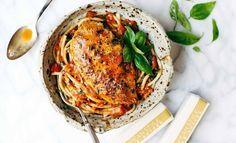 Ben jij nog op zoek naar een lekker én gezond recept voor vanavond?Look no further! Probeer deze pasta met kip, basilicum, knoflook en tomatensaus eens uit