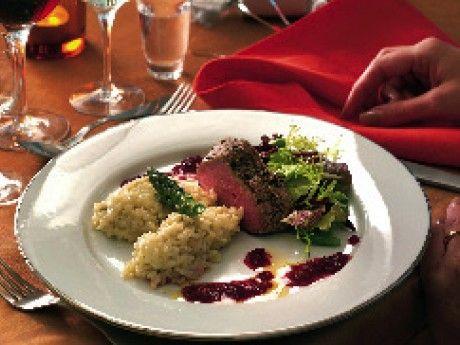 Helstekt oxfilé med rödbetssmörsås och gorgonzolarisotto