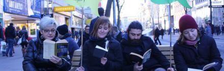 Warum Aktivisten in der Mariahilfer Straße lesen #kaufnixtag #konsum #protest #aktion #attac