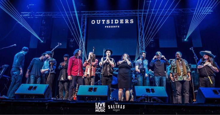 Listen to Phil Lesh and Friends' Star-Studded Outsiders Ball - 11/22/2017 Full Show AUD