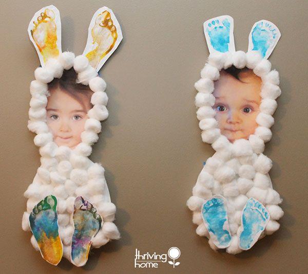 Coniglietti con foto, ovatta e impronte dei piedi