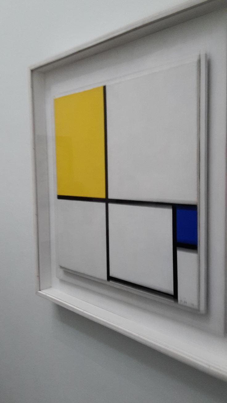 Dit is abstracte kunst. Het is de kunsttheorie het Neoplasticisme en het is ontstaan rond de periode 'de stijl'. De bekendste kunstenaars die deze kunst hebben gemaakt zijn Piet Mondriaan en Theo van Doesburg. De kenmerken van deze periode zijn bijvoorbeeld primaire kleuren strakke vormen.