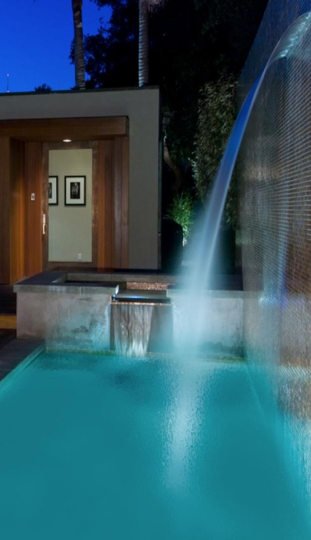 leuk om een watervalletje in je zwembad te hebben