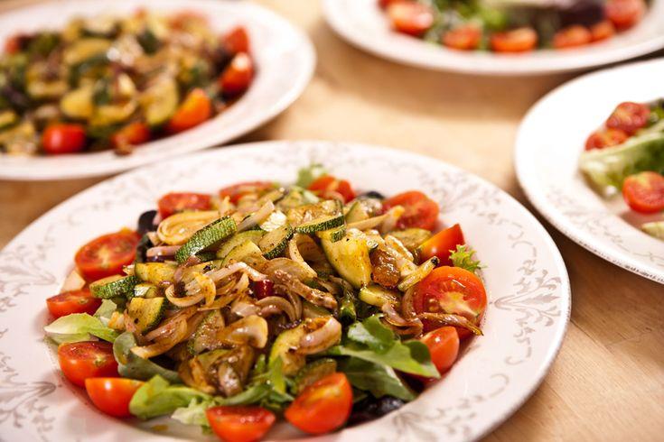 A+wokban+készített,+meleg+saláták+tökéletes+átmenetet+képeznek+a+nyári+és+a+téli+hónapok+táplálkozása+között:+az+így+készült+étel+egyszerre+friss+és+tartalmas,+tápanyagokban+gazdag+és+melengető.+Mikor+felmerült+a+kérdés,+milyen+szezonális+főételt+társítanék+a+nyáresték+kedvenc+itala,+az+Aperol…