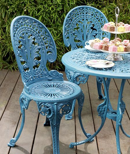 restoring metal or steel garden furniture is easy and a couple of coats of rust