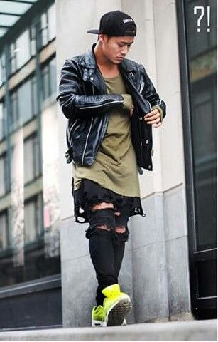 Ripped black jeans. Nike air Max neon green. Long fit shirt. Black ripped shirt. Olive long fit shirt. Leather jacket. Men street style. Swag. Fashionista. 2015 trends to follow