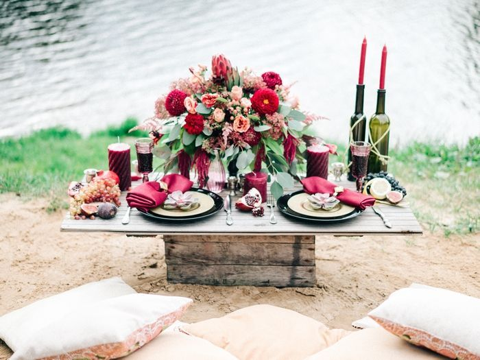 Wedding reception by the river boho style + Autumn wedding table setting in marsala and shades of red | fabmood.com: