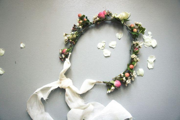 DIY - A wreath of flowers by unbeaujour.fr: For a wedding or a 'Princess'! #DIY #Wreath #Flowers