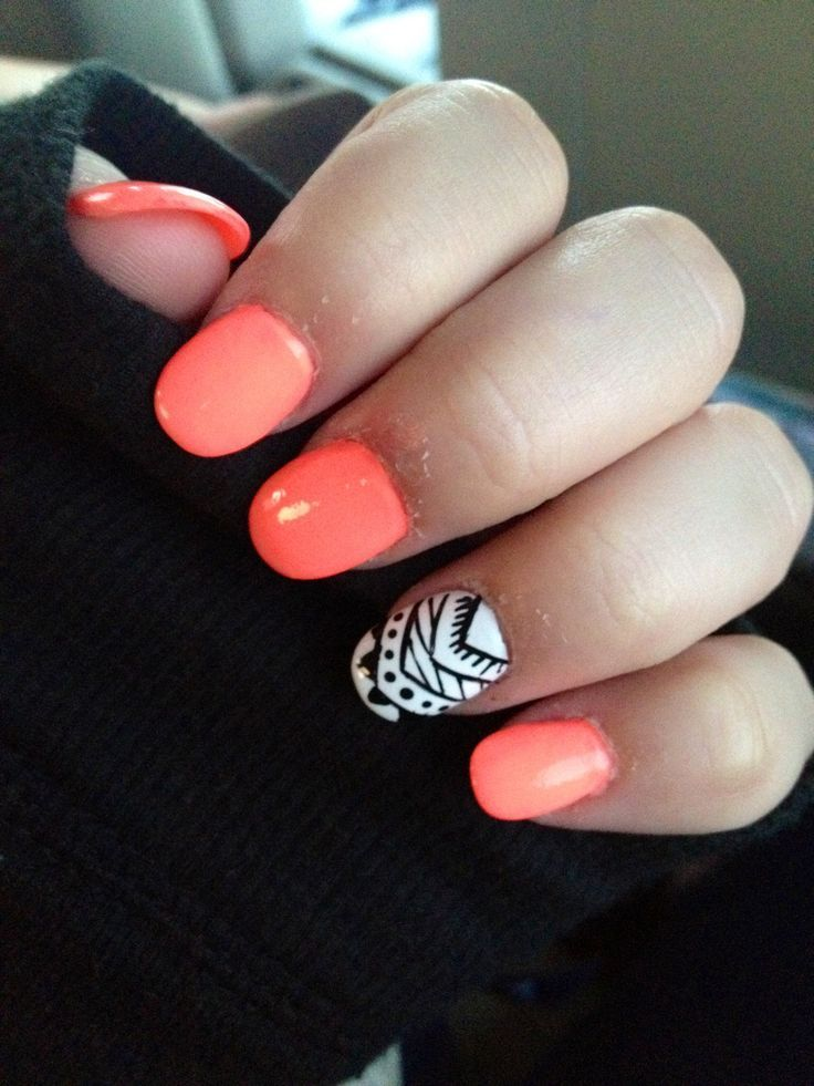 Love the tribal accent nail