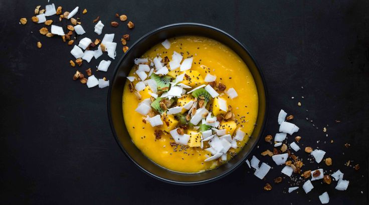 Mango and lime smoothie bowl