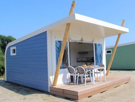 Nieuw in glamping land: de kampeer cabin. Deze kampeer accommodatie houdt het midden tussen een luxe trekkershut en een tent. Je kunt deze knusse kampeer cabins huren op 8 campings in Zuid-Holland Zeeland, Friesland, Drenthe, Overijssel, Flevoland en Utrecht. Gespot op: http://www.zook.nl/kamperen/nederland