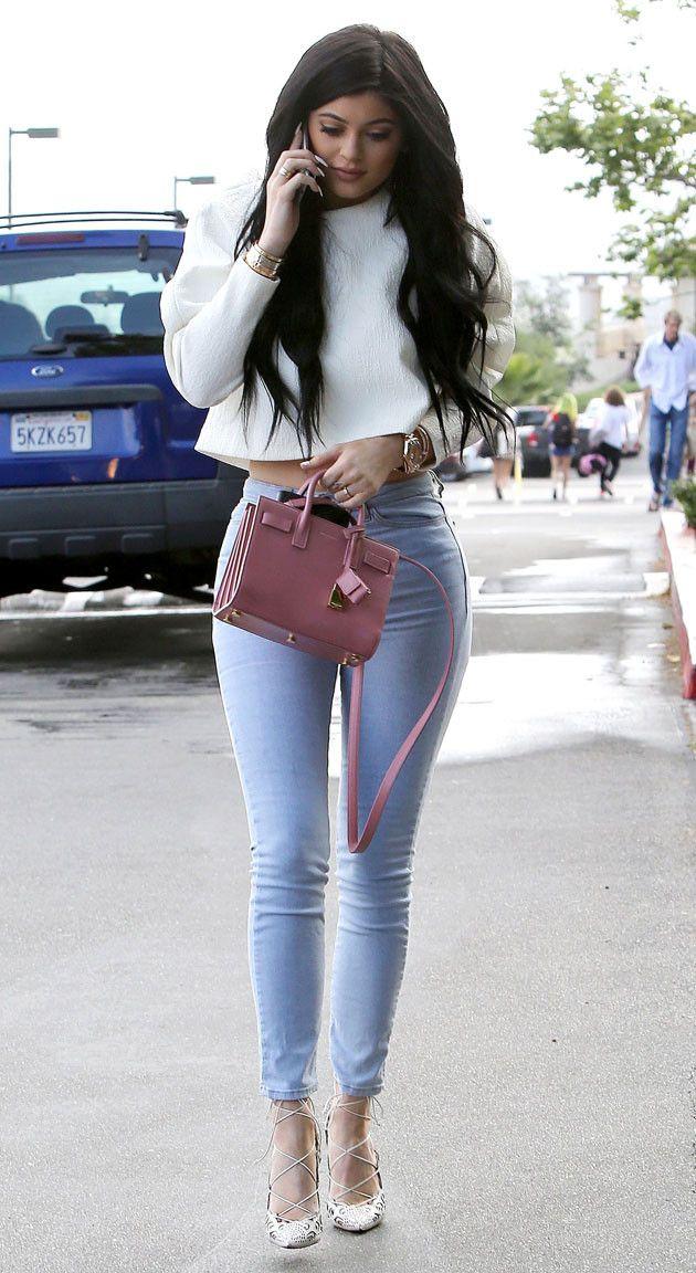 Um dos nossos looks favoritos da Kylie! Esse Louboutin impera é perfeito e o look é todo bem harmonioso! <3