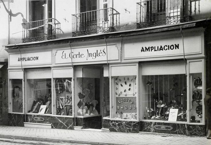 Fachada de la tienda de El Corte Inglés en la calle de Preciados 3, de Madrid, en 1941.