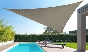Groupon - Voile d'ombrage haute qualité triangulaire ou rectangulaire, avec ou sans mât, coloris au choix. Prix Groupon : 13,90€