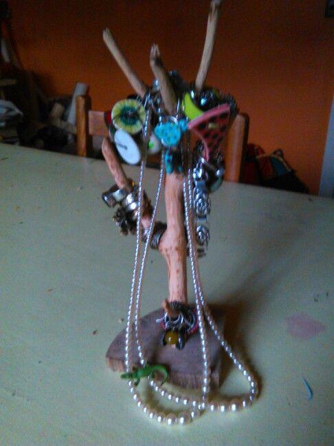 Min mand lavede mig dette fine smykketræ.