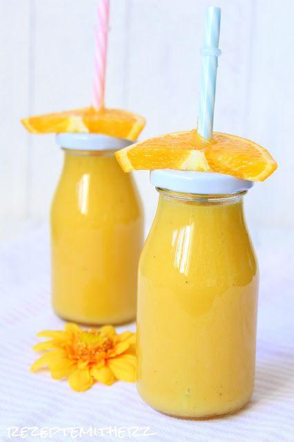 Rezepte mit Herz   ♥: Tropical Smoothie  Ihr benötigt für ca. 900 ml :  ♡ 1 Mango, in Stücken, ca. 300 g ♡ 350 g Apfelsaft, klar ♡ 1 Orange, ca. 100 g ♡ 150 g Maracuja Nektar ♡ 1 Banane, ca. 100 g ♡ 1/2 TL Vanilla Bean Paste