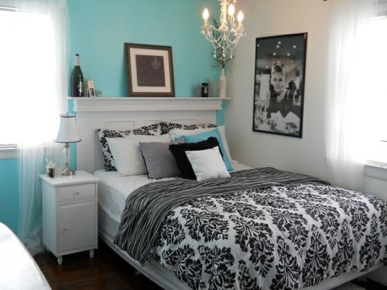 Tiffany inspired bedroom lifeandlovesGuest Room, Guest Bedrooms, Black And White, Tiffany Blue, Audrey Hepburn, Black White, Colors Schemes, Breakfast At Tiffany, Accent Wall