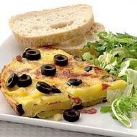 Aardappeltortilla met salami en olijven recept - Aardappel - Eten Gerechten - Recepten Vandaag
