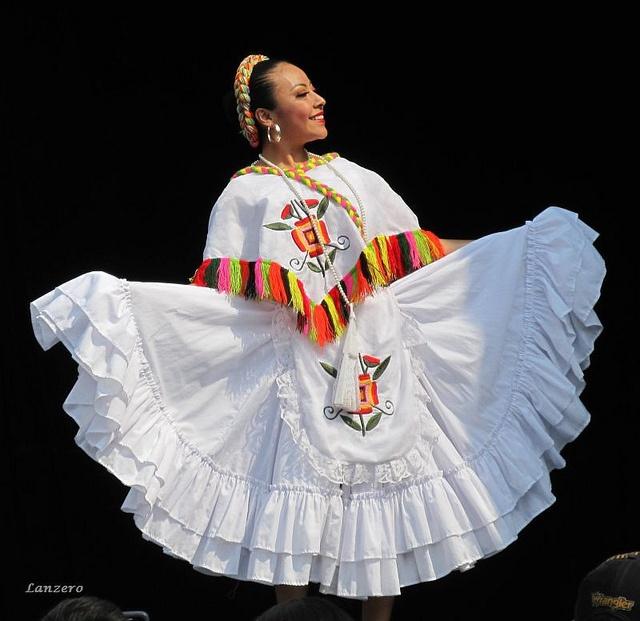 Huapango. Baile tradicional de la región oriental y parte del centro de México, en este caso de Veracruz.  Alumnos de la Escuela Nacional de Danza.  Traditional dance from the east and part of the central regions of Mexico (in this case from Veracruz).  Students of the National School of Dance.