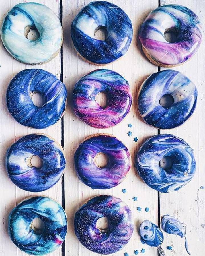 Galaxy donuts... Woaw !!!!!!!! Trop beaux !!! Je voudrais essayer mais j'ai trop peur que ça foire...