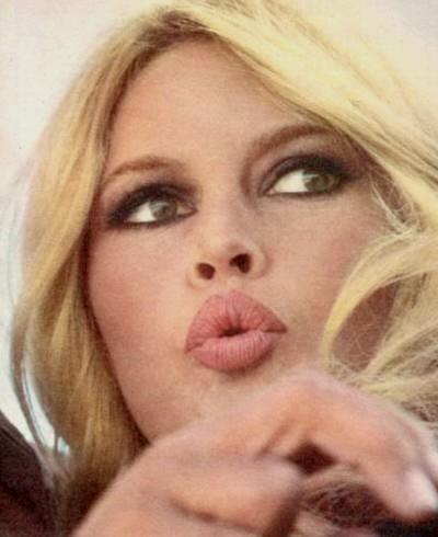 La bouche en coeur, une des moues de Brigitte Bardot.
