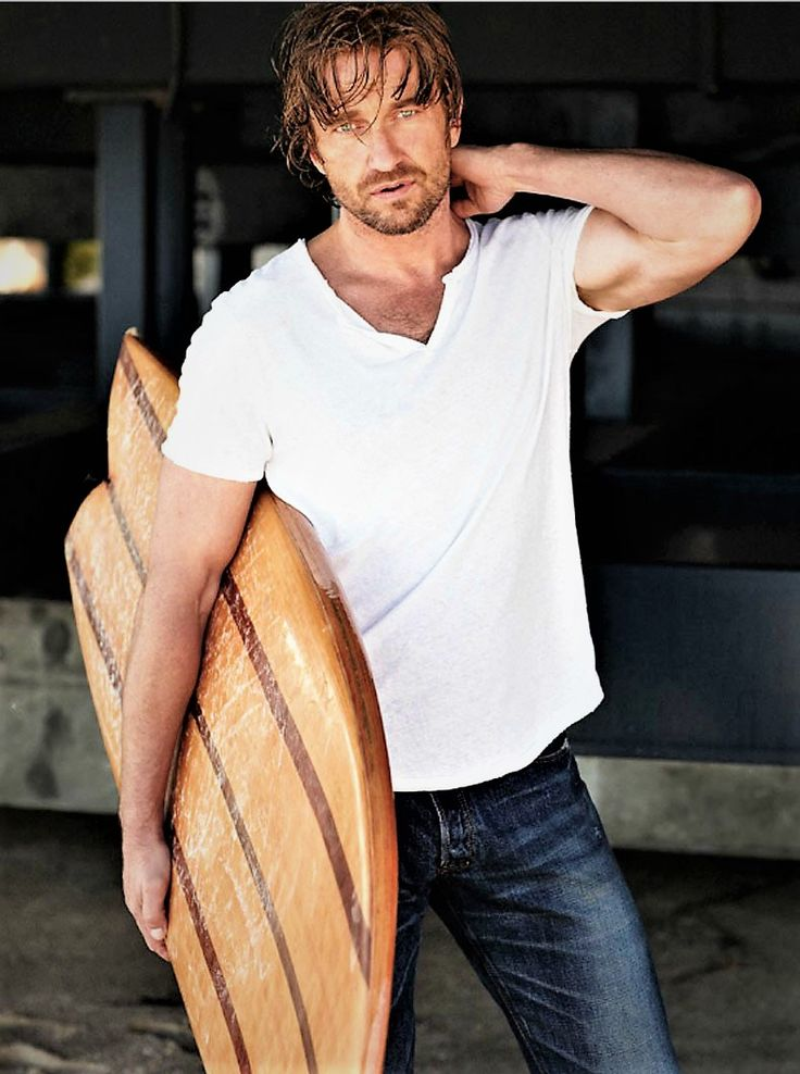 Sexy gerald butler leaves the booze behind