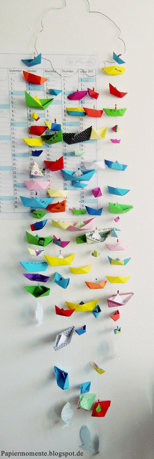 Das Basteln eines Papierschiffes kenne ich noch aus meiner Kindheit. Oft genug habe ich das Papier zu einem kleinen Schiff mit Segel z...