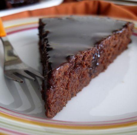 Σας ήλθεμια ξαφνική επιθυμία για κέικ σοκολάτας;Μια εύκολη και γρήγορη συνταγή για να μοσχοβολήσει, μετά από λίγη ώρα, το σπίτι σας, από το πιο απλό και