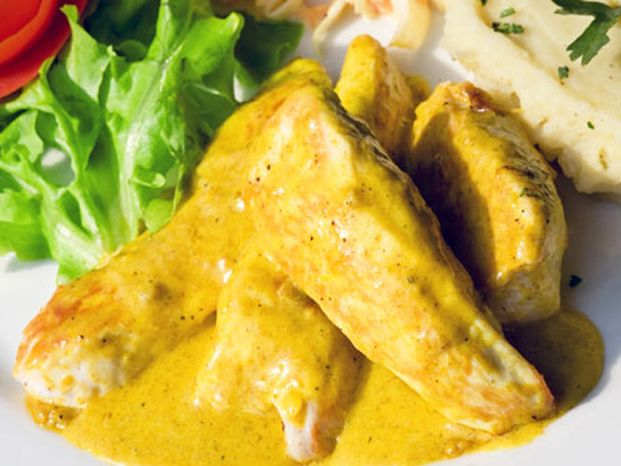 O frango ao curry, um clássico da cozinha indiana, é um prato ligeiramente picante, com sabor e aroma fortes. O gosto é maravilhoso ;)
