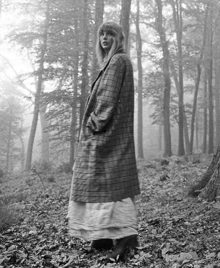 Sena — Taylor Swift, Folklore. in 2020 Taylor swift