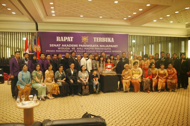 Diwisuda di Hotel Bumi Surabaya pada Sabtu, 29 November 2014 - 71 Mahasiswa D-III Akpar Majapahit Surabaya Kini Sandang Gelar Ahli Madya Pariwisata | MATOA NEWS UPDATE