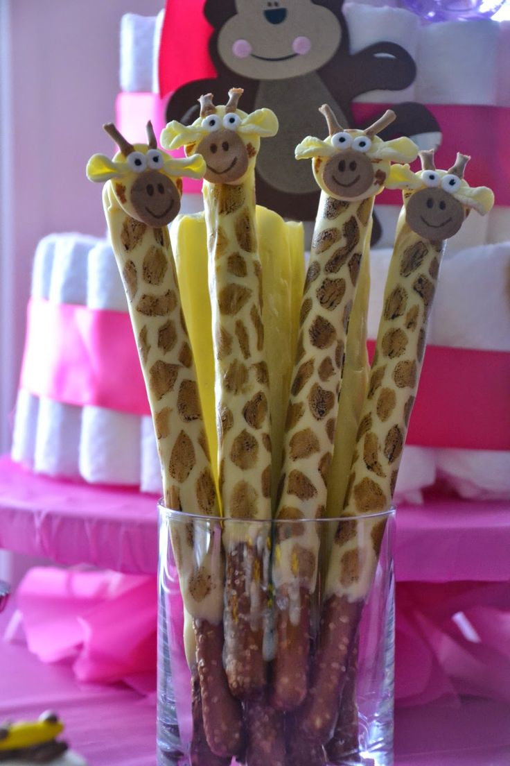 Chocolate covered prezels look like giraffes!  Here's the how-to!