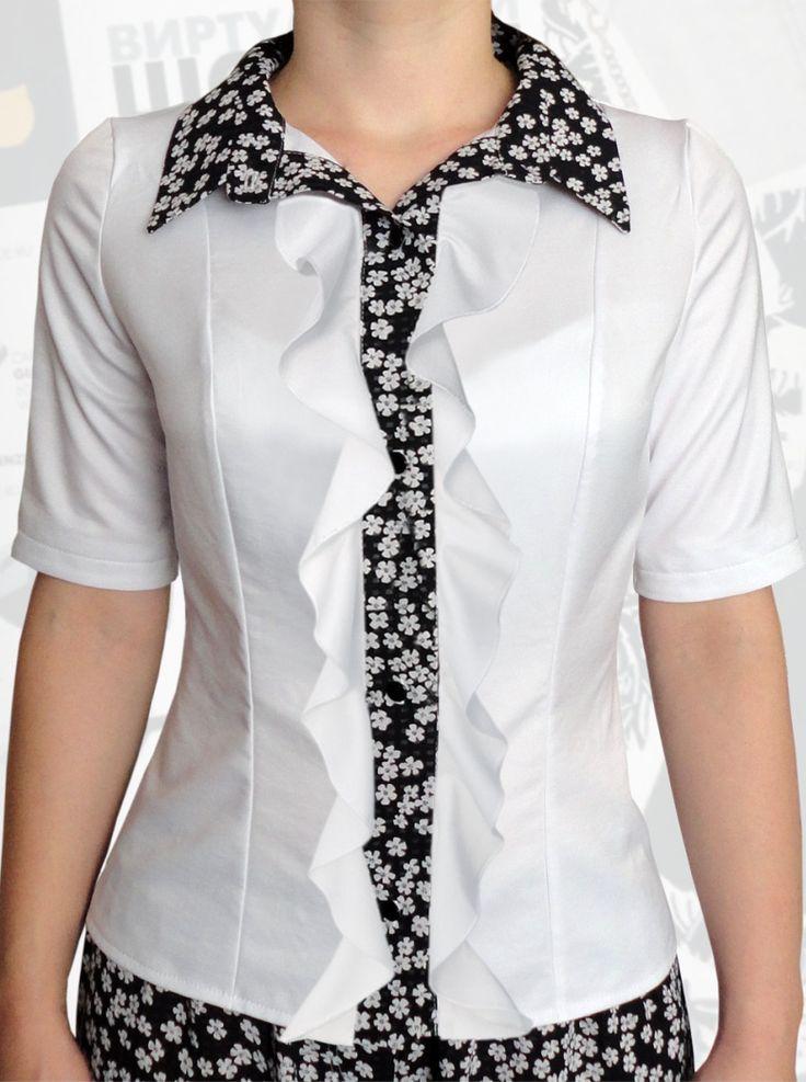 34$ Классическая белая блузка для полных девушек с короткими рукавами, с белыми рюшами и вставками в белый цветочек Артикул 806, р50-64