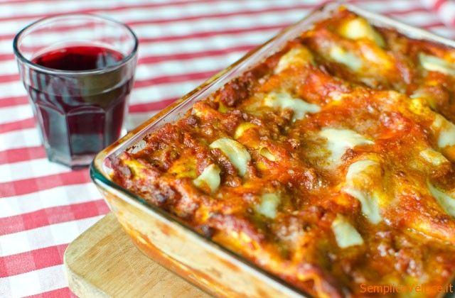 Lasagne alla napoletana con polpettine: a Carnevale in Italia si preparano le lasagne ma per essere napoletane doc servono le polpettine e la ricotta :-)