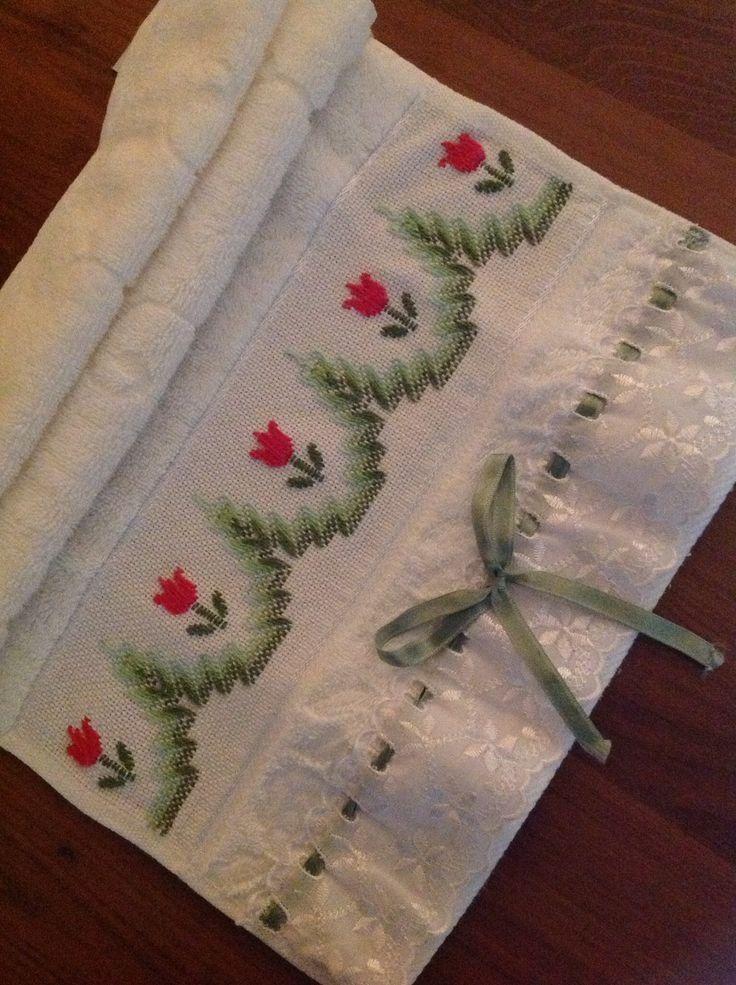 Nina Maria: toalhinha de mão em Vagonite.