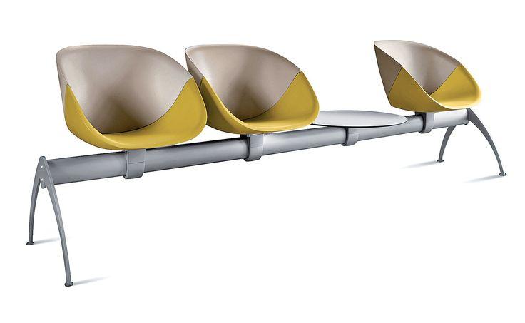 Domitalia, Coquille S Banc - La chaise Coquille s'adapte à tous les cas de figure. Adéquat pour une salle d'attente, le banc se façonne à votre bon vouloir. En polyuréthane, elle est ergonomique et esthétique. ©Domitalia distribué par Meubles Tissot (L'Arbresle) http://www.domodeco.fr/interieur/bureau/quand-le-bureau-s-exprime.html