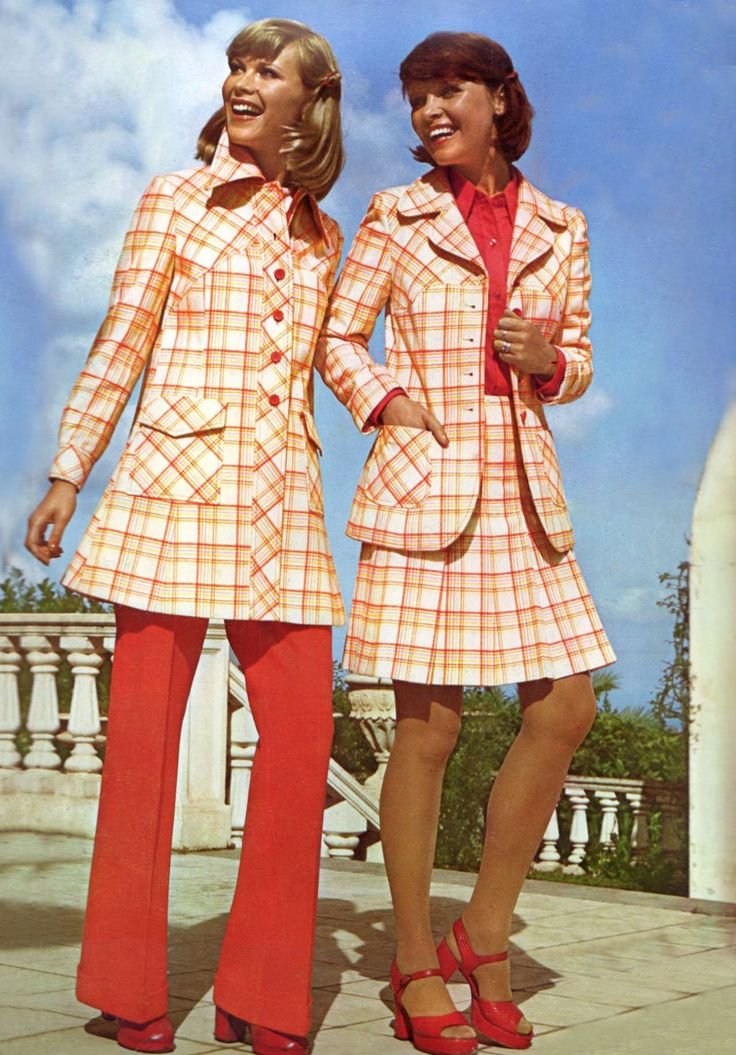 essay on 70s fashion Fashion in the 1970s was about individuality in the early 1970s as the divorce rate rose and the marriage rate declined in the mid-70s.