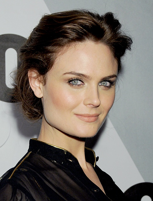 Emily Deschanel, like her younger sister, is just the perfect example of dark, blue and fair! So beautiful.