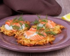 bouchées de pommes de terre au saumon fumé : http://www.cuisineaz.com/recettes/bouchees-de-pommes-de-terre-au-saumon-fume-79387.aspx