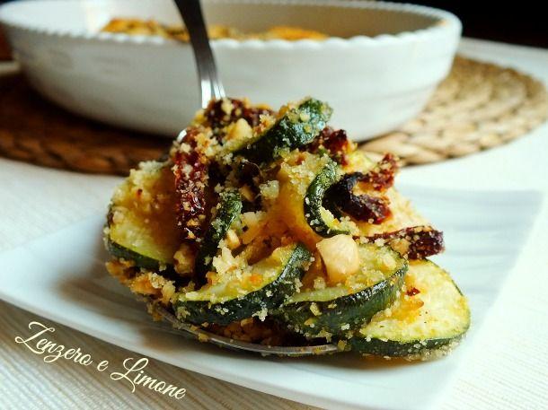 il crumble di zucchine è un contorno particolarmente appetitoso grazie alla fantastica crosticina croccante che si forma in cottura