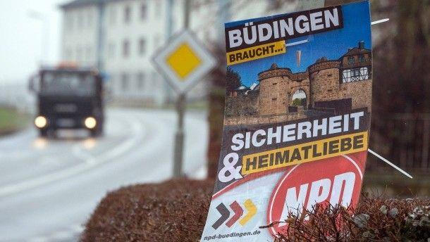 Büdingen in der Wetterau lässt es drauf ankommen: Was passiert, wenn die Stadt der NPD-Fraktion die Förderung streicht? Andere Kommunen halten sich zurück.