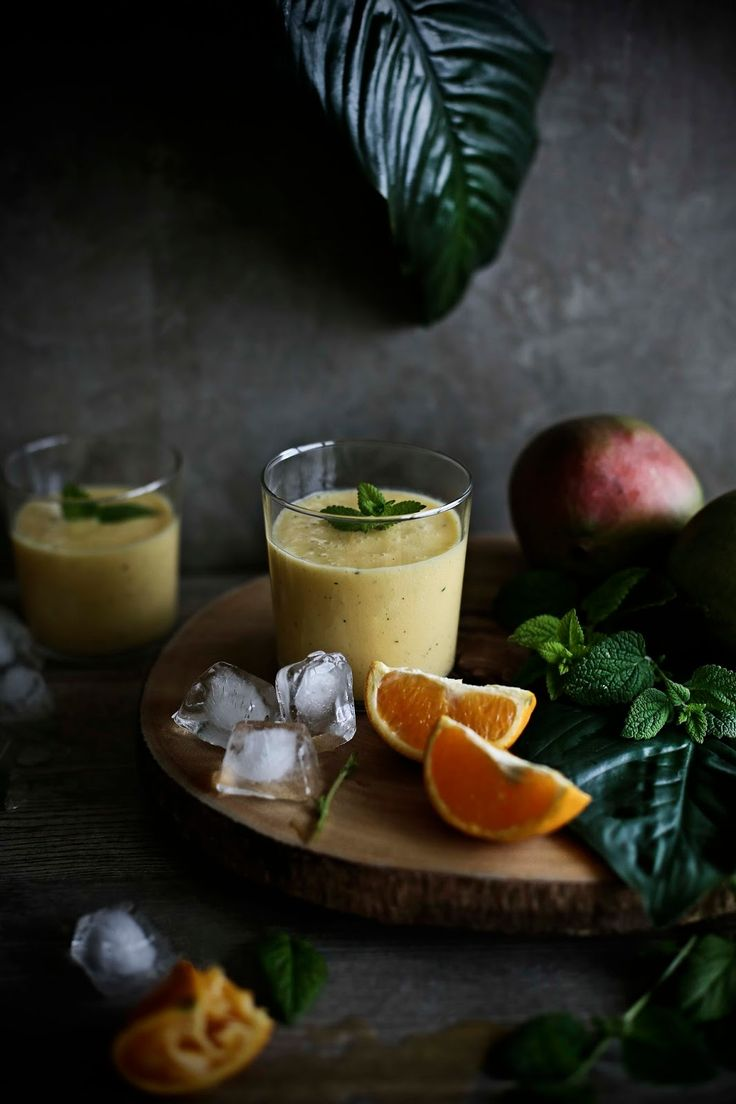 Pratos e Travessas: Smoothie de manga, gengibre, laranja e cidreira # Mango, ginger, orange and lemon balm smoothie